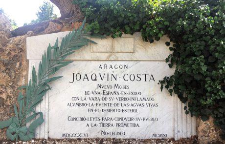 Cementerio - Monumento a Joaquín Costa leyenda