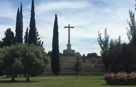 Cementerio - cruz entrada